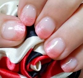 ピンクのジェルネイル