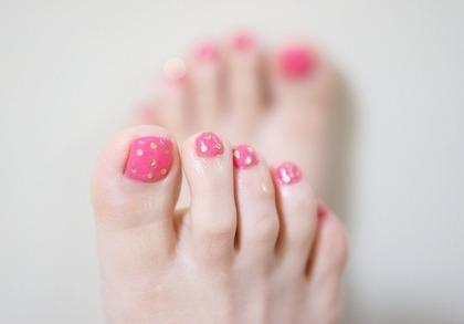 ピンクドットのペディキュア