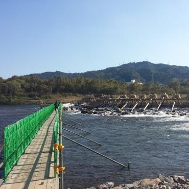 鮎やな見学用に作られた橋