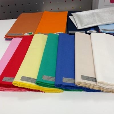 パーソナルカラー診断用の沢山のカラー布