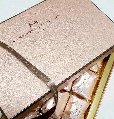 ラメゾンデュショコラの高級感ある外箱
