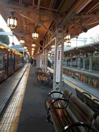 趣のある阪急嵐山駅の構内