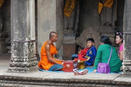 アンコールワットの僧侶