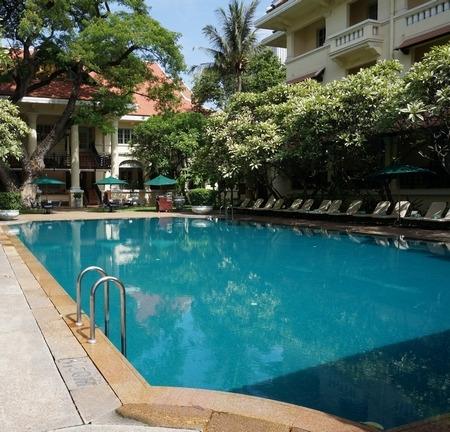 ラッフルズホテルのプール