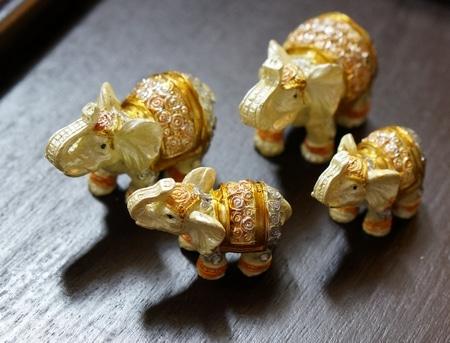 カンボジアのお土産の象の置物