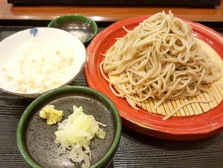 寒ざらし蕎麦と蕎麦の実入りの炊き込みご飯