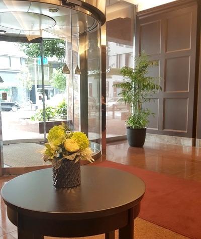 大阪オフィスビルのエントランス