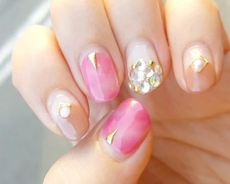 マオネイルのピンクジェルデザイン