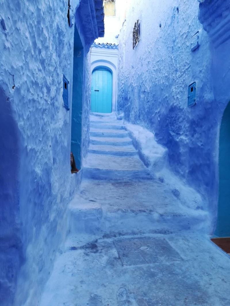 モロッコのシャウエンのブルーの街並み