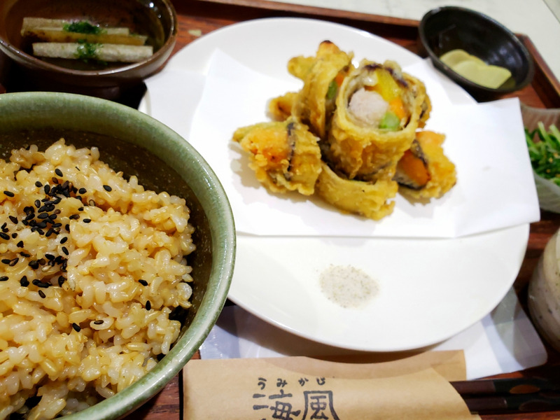 玄米ご飯と白身魚の野菜天ぷら定食