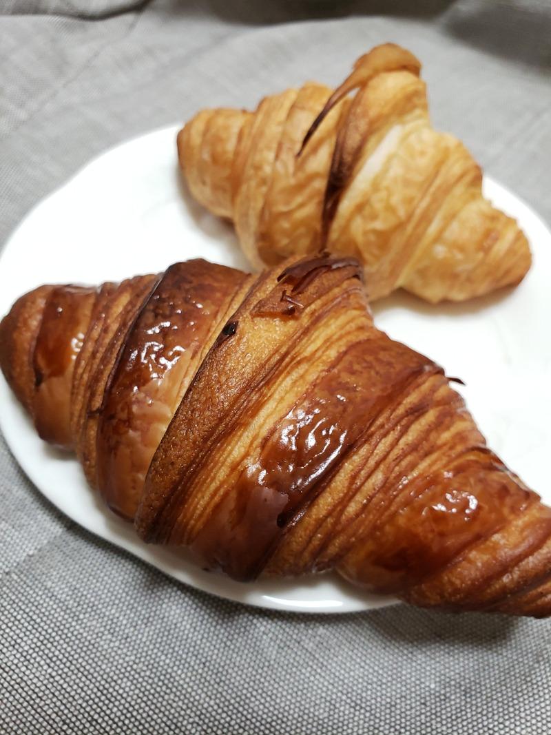 フランス産発酵バターと北海道バターのクロワッサン