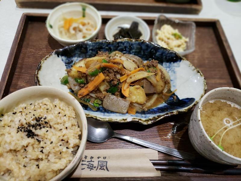 海風の玄米ご飯こんにゃくの炒め物定食