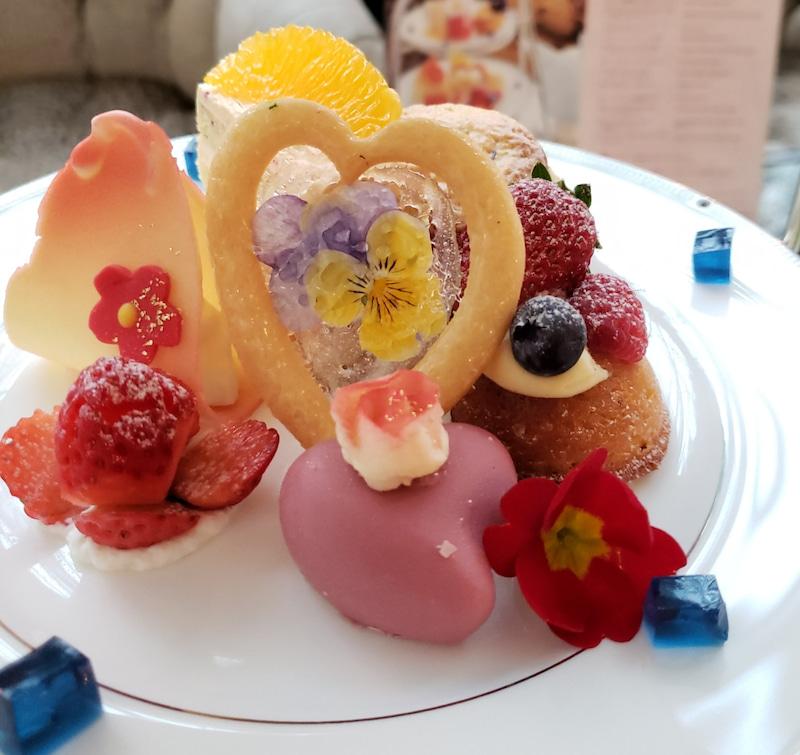 アフタヌーンティーのプチサイズ焼き菓子