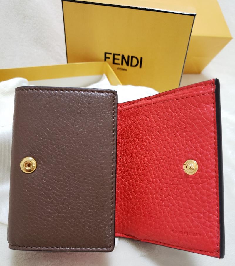 FENDIのミニ財布の中はオレンジ