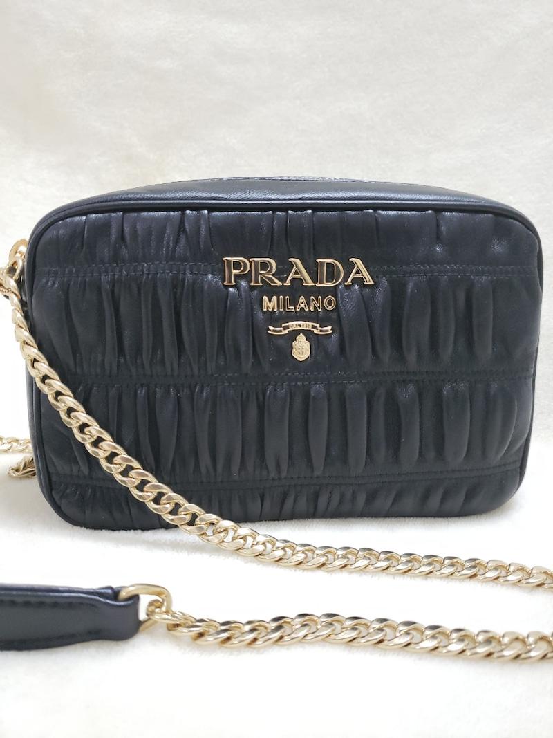 PRADAのミニバッグ