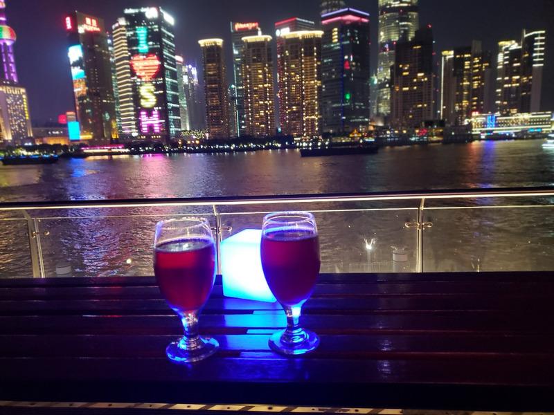 上海の夜景を見ながら乾杯