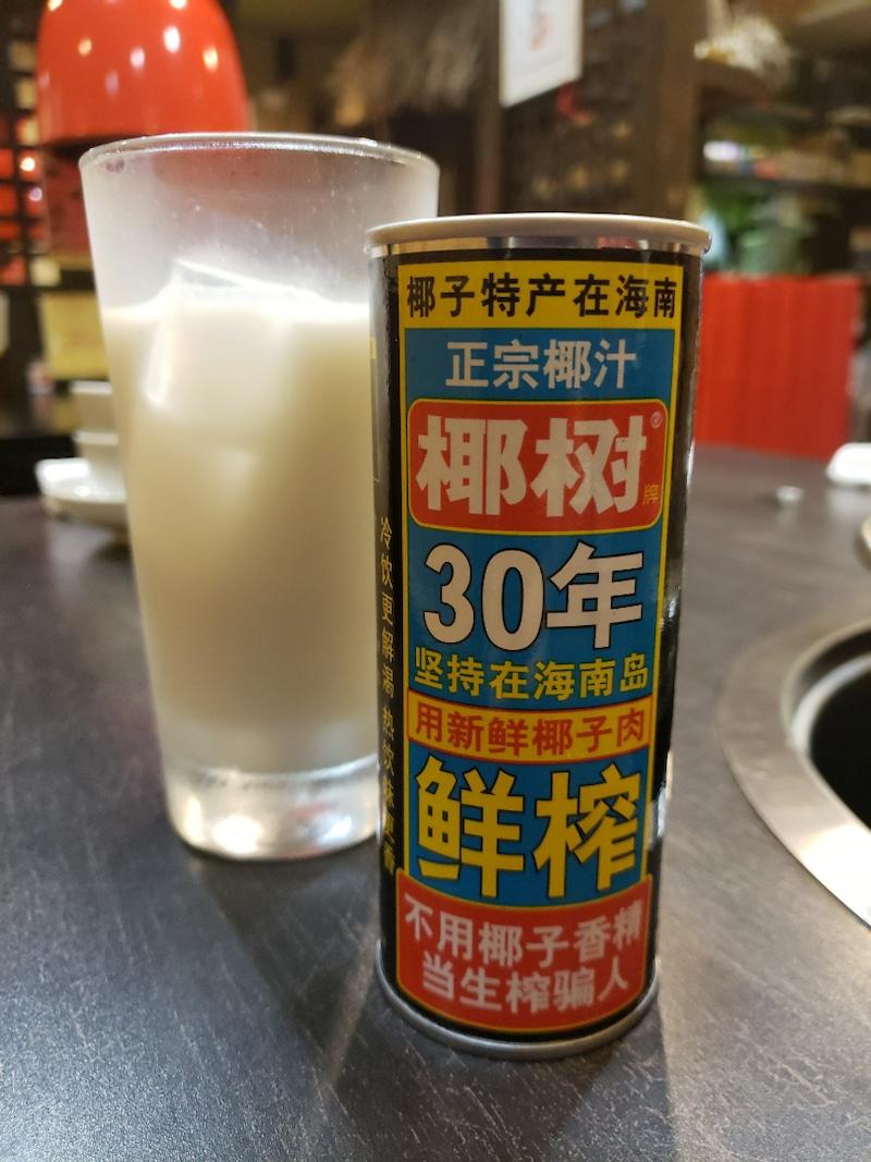 缶のココナッツジュース