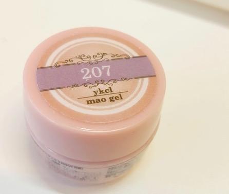 今回のネイルで使ったマオジェルの淡いピンク