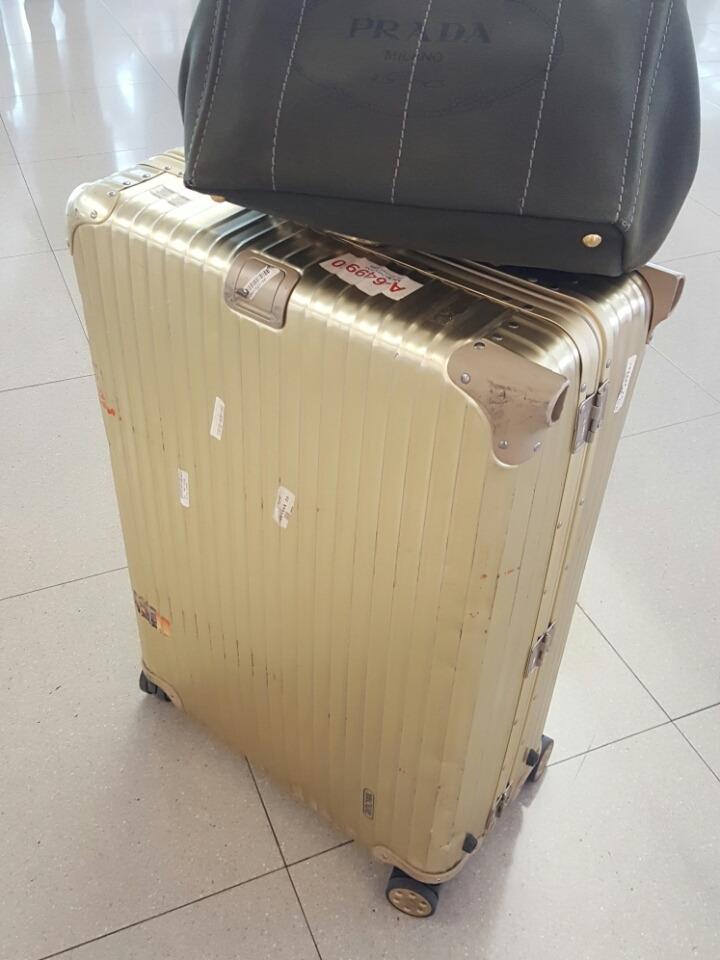 カンボジア出張を共にしたリモアのスーツケース