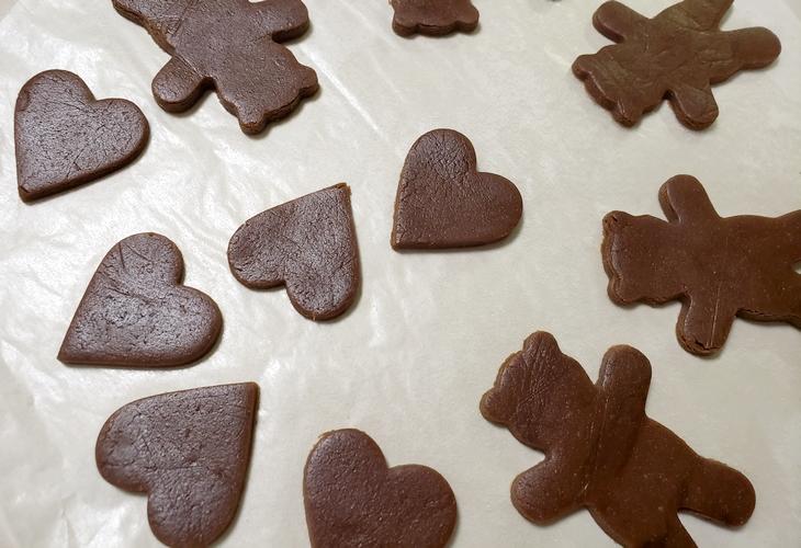 ココアのクッキー生地の型抜き