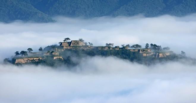 雲海に覆われた竹田城跡